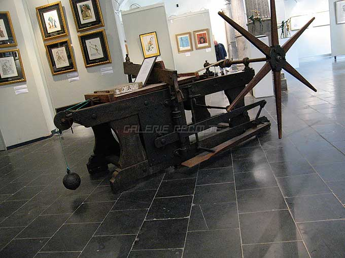 リトグラフの石板とプレス機(ベルギー,ブルージュのダリ展にて)
